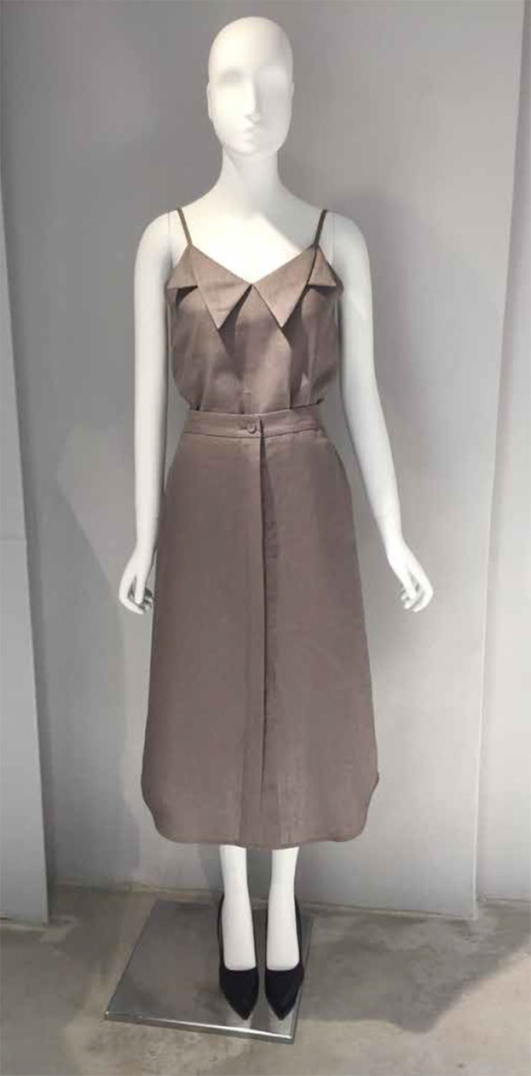 DARK BEIGE LINEN COLLAR SLIP TOP