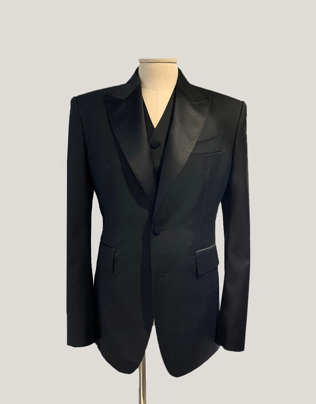 BLACK SINGLE TUXEDO JACKET
