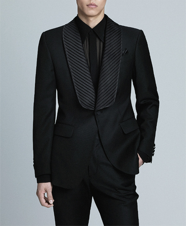 BLACK SILK PLEATED LAPEL WOOL TUXEDO JACKET
